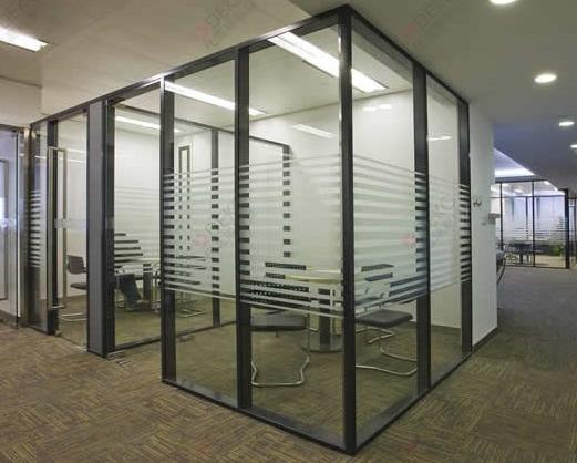 玻璃隔断的维护技巧